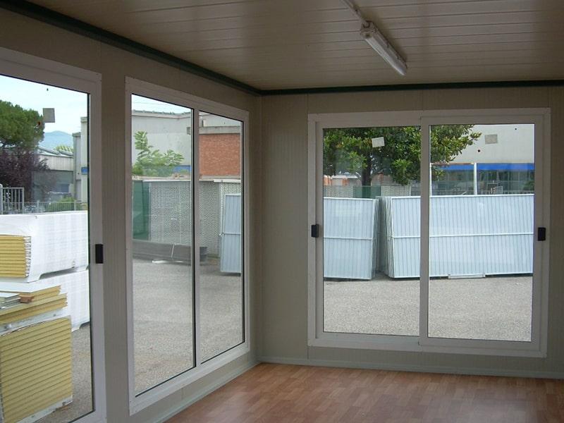 interno struttura uso esposizione centro scaffalature